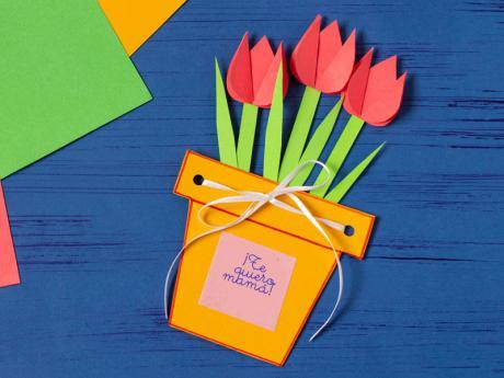 Tarjeta original para felicitar a mamá. Manualidades para el Día de la Madre