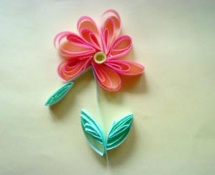Flor enrollada. Manualidades para niños con papel