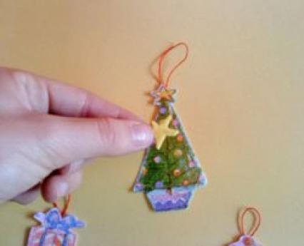 Adornos de Navidad para el árbol. Manualidades infantiles de papel