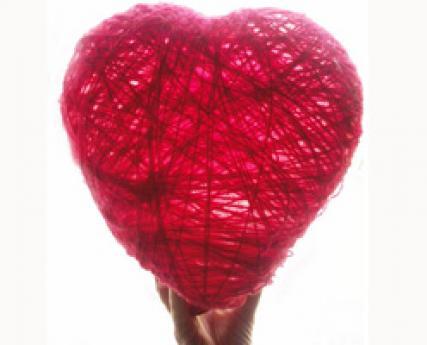 Corazón decorativo de lana, manualidad para niños