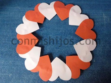 Corona de corazones. Manualidad de Carnaval para niños