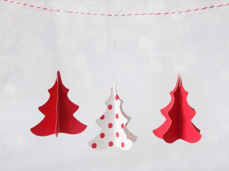 Árbol de Navidad en 3D. Manualidades infantiles con cartulina
