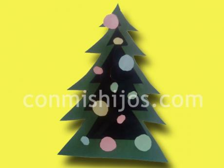 Árbol de Navidad luminoso. Manualidad de cartulina para niños