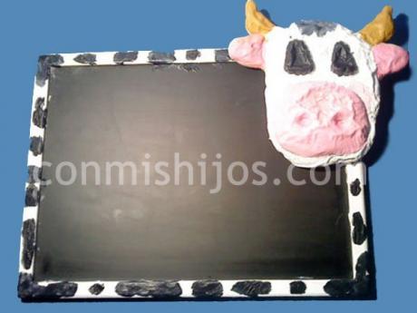 Pizarra vaca. Manualidades con plastilina o pasta de sal