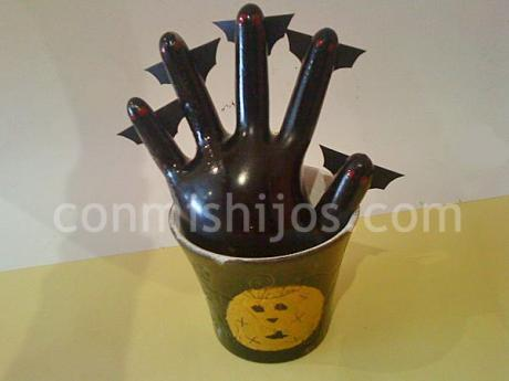 Mano de Halloween. Manualidades para decorar fiestas
