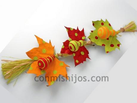Móvil de hojas y calabazas. Manualidades de decoración para los niños