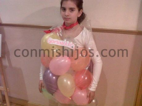Disfraz de bolsa de gominolas. Manualidad de Carnaval para niños