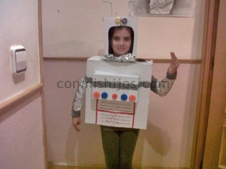 Disfraz de robot, manualidad de carnaval para niños