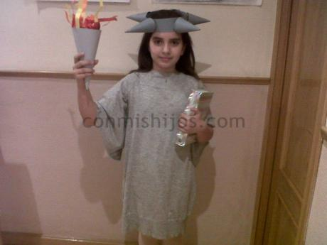 Disfraz de Estatua de la Libertad, manualidades con cartulina para niños