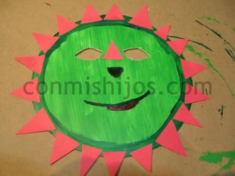 Máscara de dinosaurio. Manualidad de Carnaval para niños