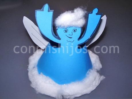 Ángel de cartulina para el árbol de Navidad
