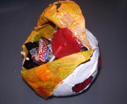Huevo de Pascua con globos. Manualidad infantil