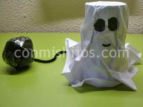 Fantasma de cartón. Manualidades de reciclaje