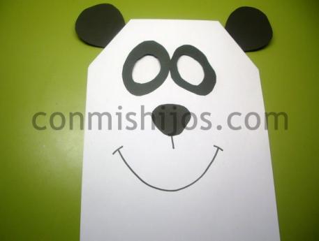 Máscara de oso panda. Manualidad de Carnaval para niños