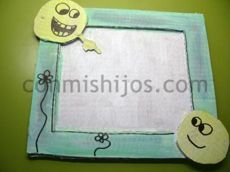 Marco de cartón. Manualidades de regalos para niños