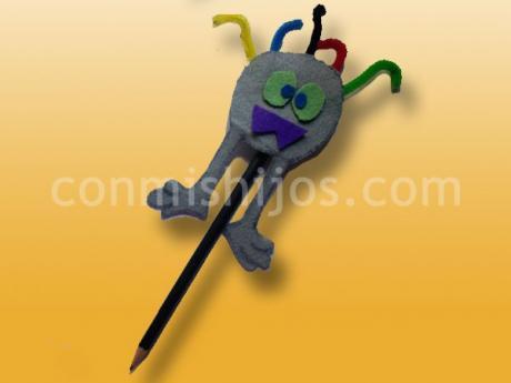 Muñeco monstruo para el lápiz. Manualidades de Halloween para niños