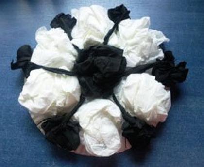 Balón de fútbol de papel pinocho. Manualidades para niños