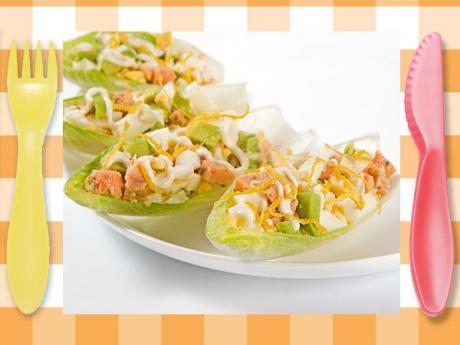 Barquitas de endibias con salmón. Receta fácil para niños
