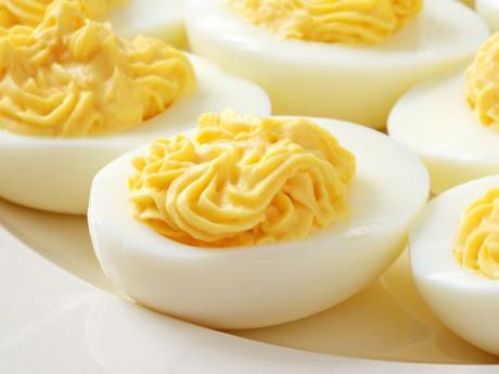 Huevos rellenos, receta clásica para niños