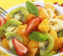 Macedonia de fresa, postre sano de frutas para niños