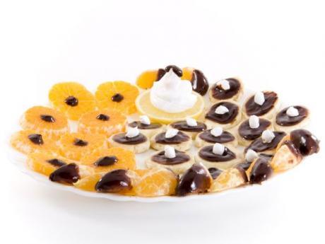Mandarinas con chocolate. Postre para niños