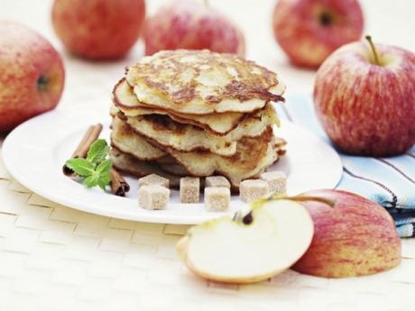 Tortitas o crepes de manzana. Meriendas para niños