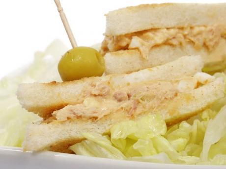Sándwiches de atún y huevo, merienda fácil y completa