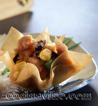 Cestitos de pasta con ensalada