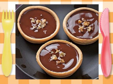 Tarta de chocolate y hojaldre. Postre rápido para niños