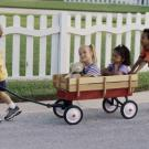 Niños con carrito