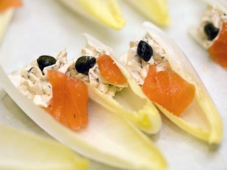 Canapés de gambas y salmón, receta fácil para niños