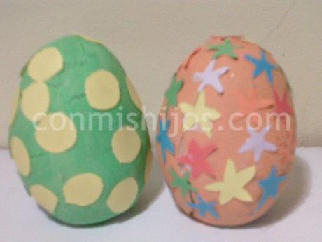 Huevo de Pascua de plastilina. Manualidades infantiles