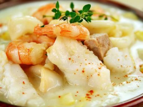 Sopa de pescado para la comida de Navidad. Recetas para niños
