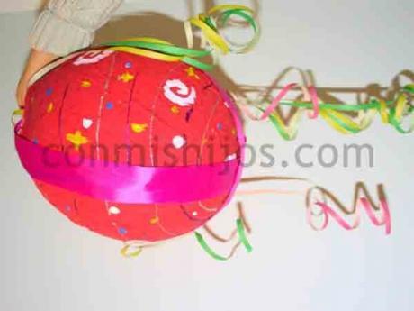 Piñata de cumpleaños. Manualidades de papel maché para niños