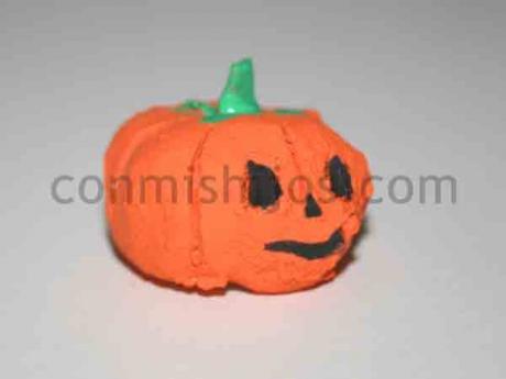 Calabazas de arcilla. Manualidades de Halloween para niños