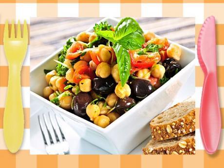 Ensalada de garbanzos y tomate. Receta rápida para niños