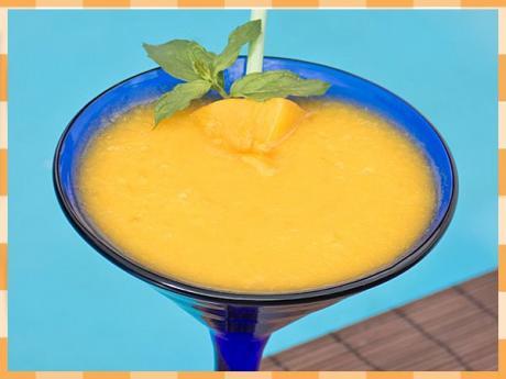 Batido de mango y coco. Receta de bebida para niños