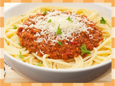 Espaguetis a la boloñesa. Receta tradicional italiana