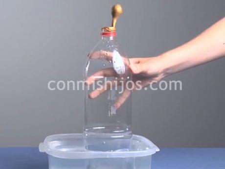 Inflar un globo con media botella. Experimentos para niños