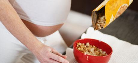 cuanto es lo normal de azucar en una mujer embarazada