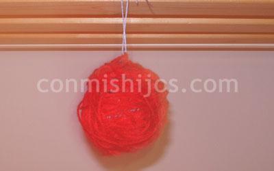 Bola de lana para el rbol de navidad manualidades infantiles - Bolas arbol navidad manualidades ...