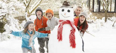 Disfrutar Con Los Ninos De La Nieve