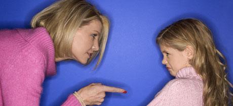 Resultado de imagen para imagenes madre pega a niña