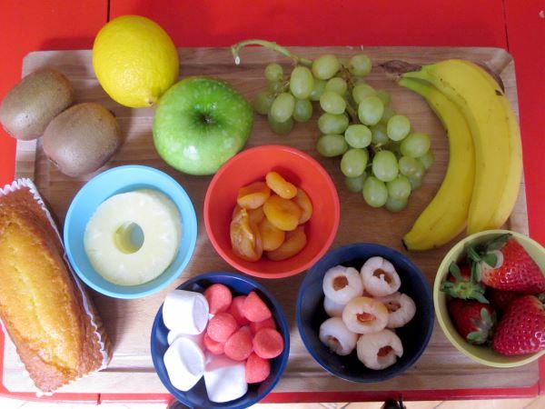 Mini brochetas dulces. Postres con frutas para niños 957b0808303
